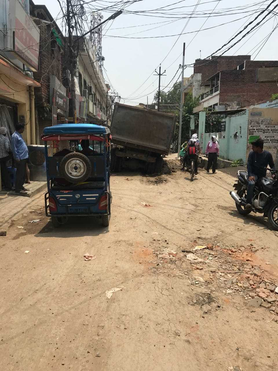 Careless behavior of Nagar Nigam creating inconvenience for folks….!