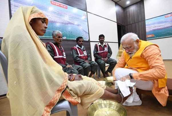 A Gesture of Great Humility: PM Modi Wash's feet of Sanitation Workers at Prayagraj