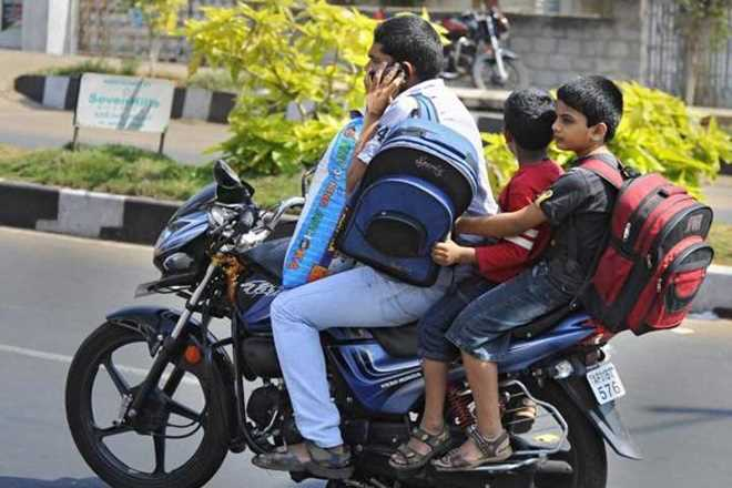 Helmet Kyu Nai Lagate India Me? (Why Most People don